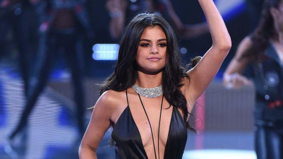 Selena Gomez Oops